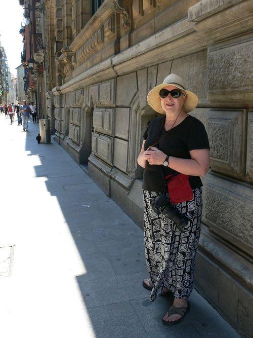 donna en la calle bidebarrieta