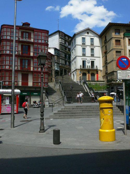 steps behind plaza miguel de unamuno