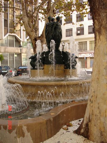 Fountain in Plaza Rodrigo Botet